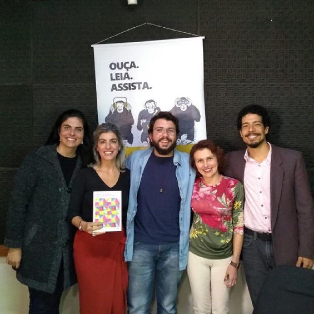 Rádio Cultura de Curitiba – Programa Cultura Revista Entrevista da organizadora Carla Regina Françoia e autores do livro A prática em pesquisa na formação em psicologia – volume 2
